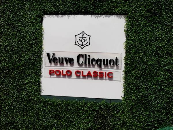 35176ef18f59f4 The Fabulous Fashion At The Veuve Clicquot Polo Classic 2011 - Haute ...