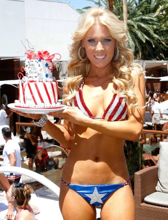 GretchenRossi_Cake_BARE