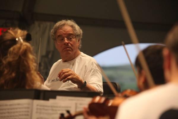 Watt_ Maestro Itzhak Perlman conducts the PMP orchestra