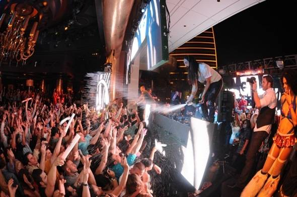 XS - Afrojack, Aoki and crowd Credit to Mahoney