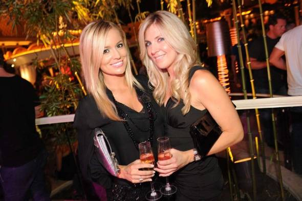 XS - Emily Maynard and best friend Carrie