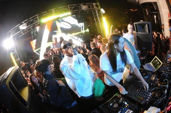 XS - Flo Rida and Aoki Credit to Mahoney