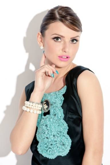 Bint Thani Emirati Designer