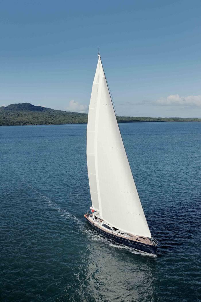 _H1W0132-Antares-Sailing
