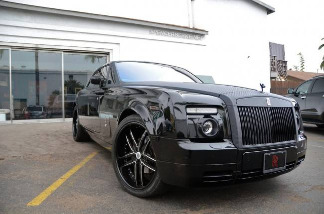 Rolls-Royce-Phantom-Coupe-With-Carbon-Fiber-Wrap-2-650×430