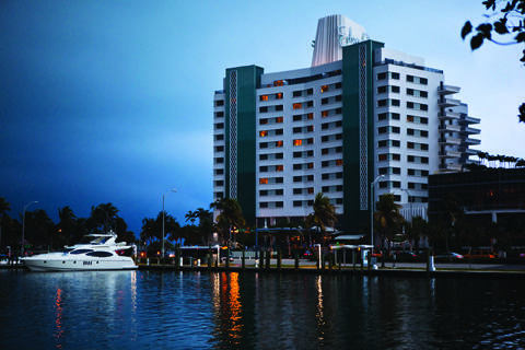 aEden Roc Renaissance Miami Beach Exterior_Front_Evening_3031