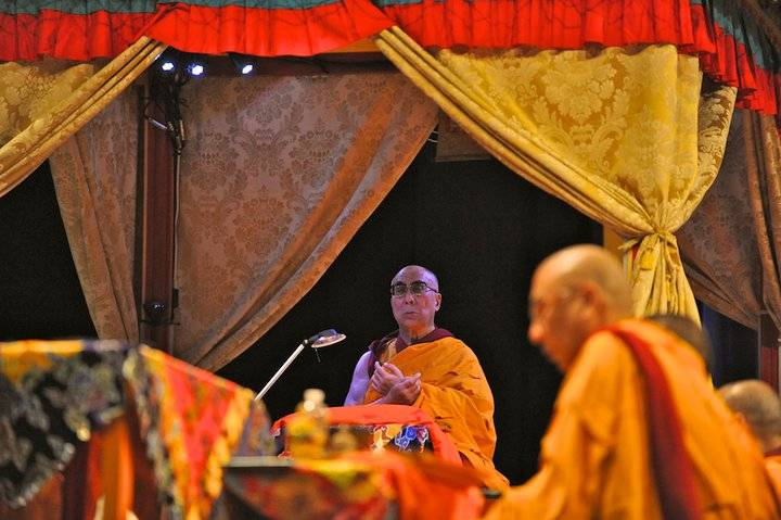 dalai lama  praying