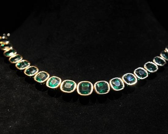 766ead5c4524133b_Emerald-jewelry-design-of-Style-of-Jolie-Style-of-Jolie-2011-New-Jewelry-Design-by-Angelina-Jolie-and-Robert-Procop