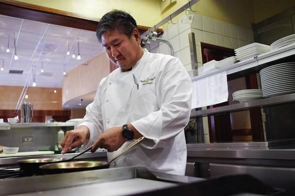 Alan Wong_in_Kitchen