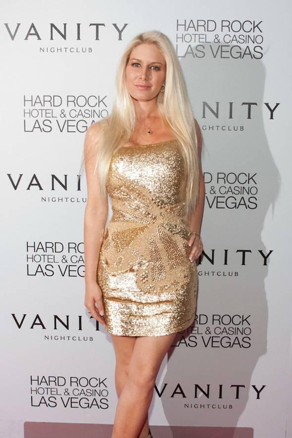 Heidi Montag celebrates her birthday at Vanity Nightclub.