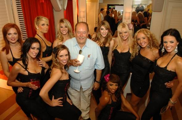 Robin Leach- girls of Fantasy Show b