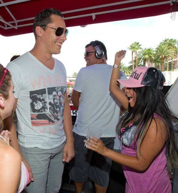 Tiesto_Snooki_WET REPUBLIC_9.3.11