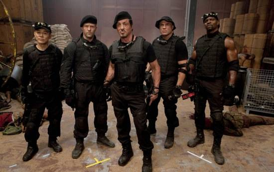 the_expendables_cast_stands1