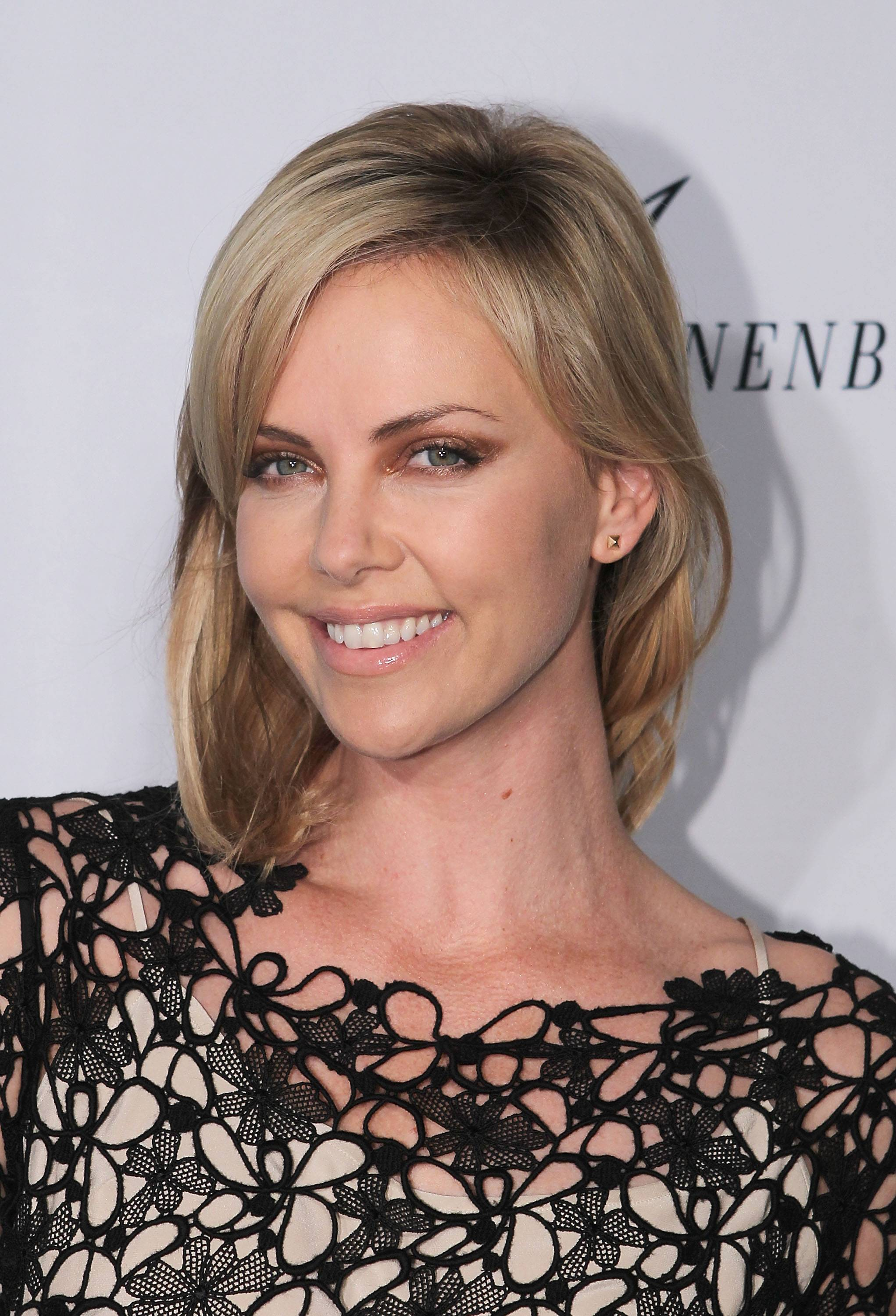 129233772CW001_Charlize_The