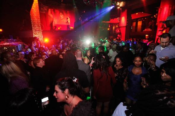Atmosphere 2_Drake celebrates his birthday at TAO with MARTINI Moscato d'Asti