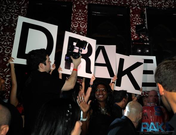 Atmosphere_Drake celebrates his birthday at TAO with MARTINI Moscato d'Asti