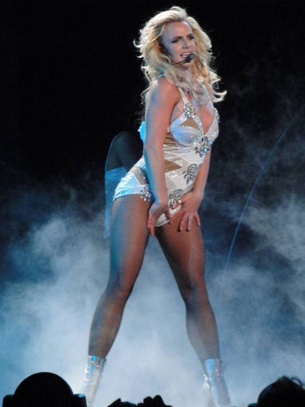 Britney-Spears-Femme-Fatale-Tour-in-LA-June-20-02-600×800