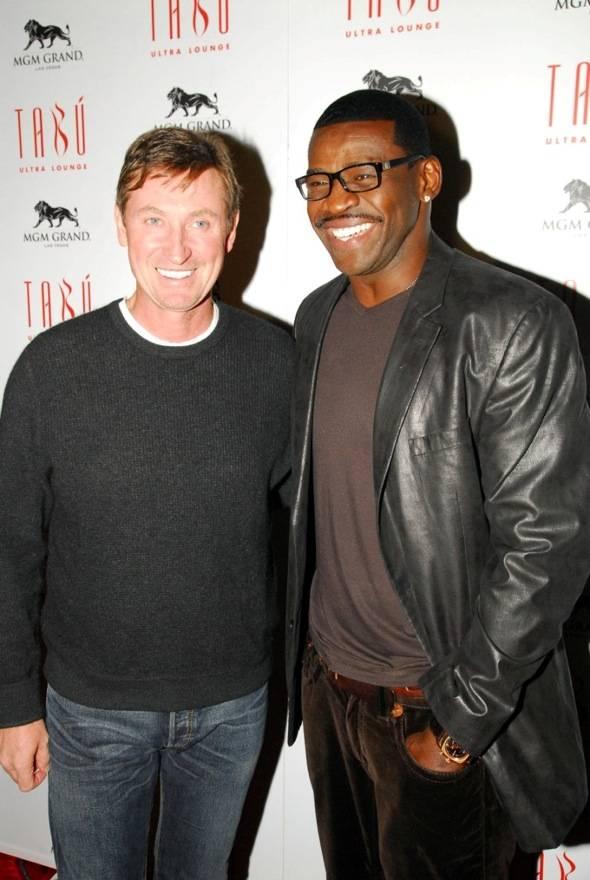 Wayne Gretzky and Michael Irvin at Tabu Ultra Lounge, Las Vegas 10.14.11