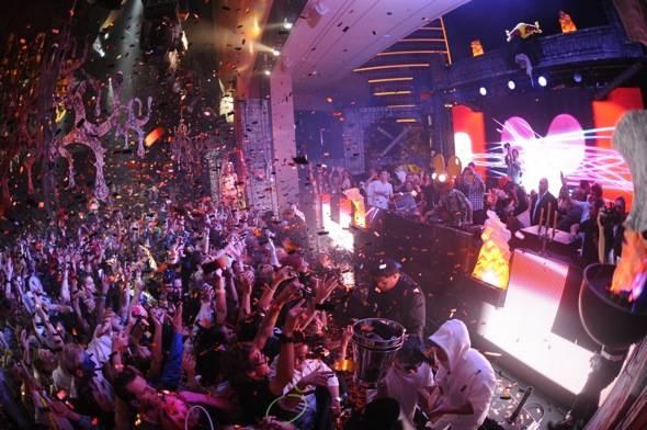 XS Nightclub - deadmau5 and crowd