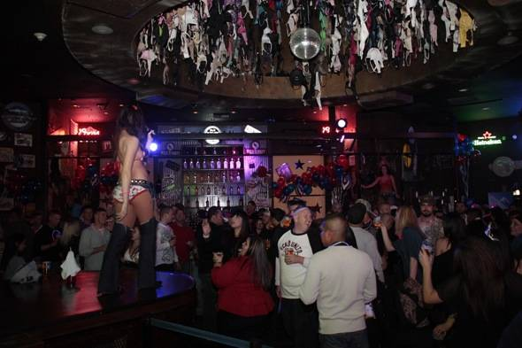 Crowd_Coyote Ugly