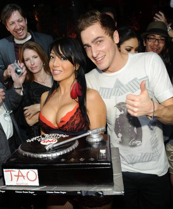 Kendall Schmidt celebrates his birthday at TAO