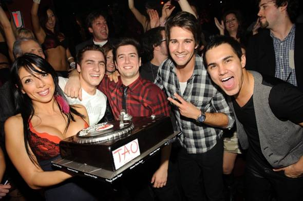 Kendall Schmidt celebrates his birthday with Big Time Rush castmates at TAO