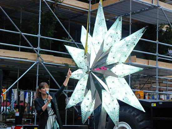 Swarovski-Crystal-Star-for-Rockefeller-Tree-1