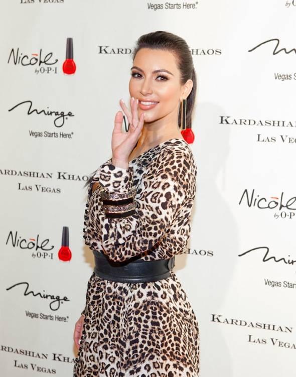 12_15_11_kardashian_khaos_KABIK-416