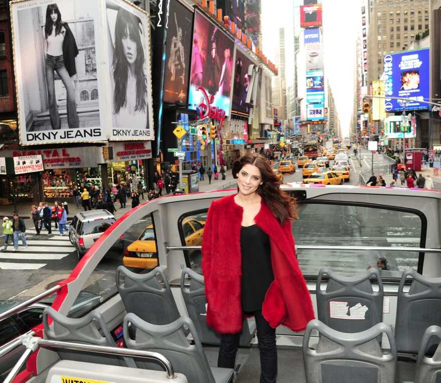 AshleyGreene_DKNYJeans_12.22.11_3