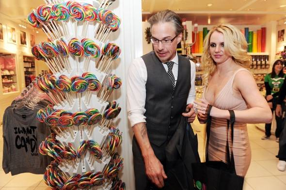 Jason and Britney pick out goodies for her sons at Sugar Factory