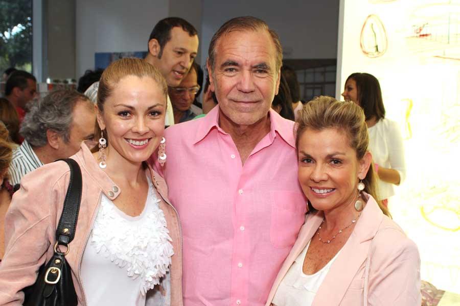 Margarita Restrepo, Jorge Perez, Patricia Restrepo
