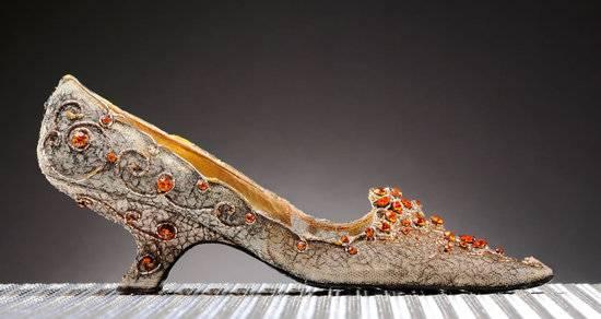 Roger-Vivier-Shoe-1-thumb-550×292