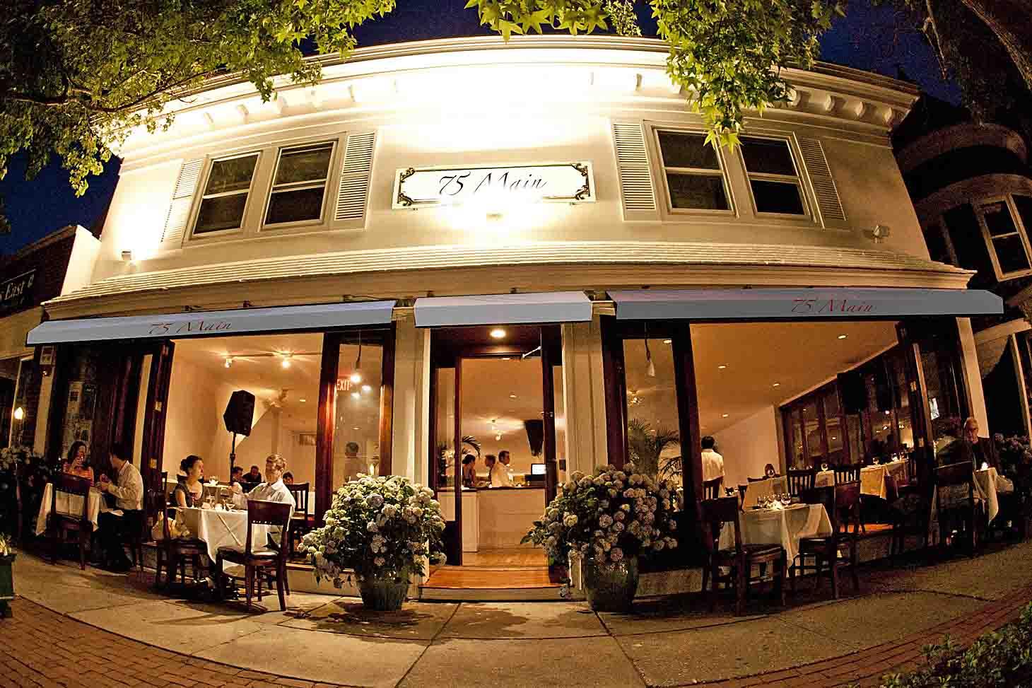 East Hampton Main Street Italian Restaurant Bar