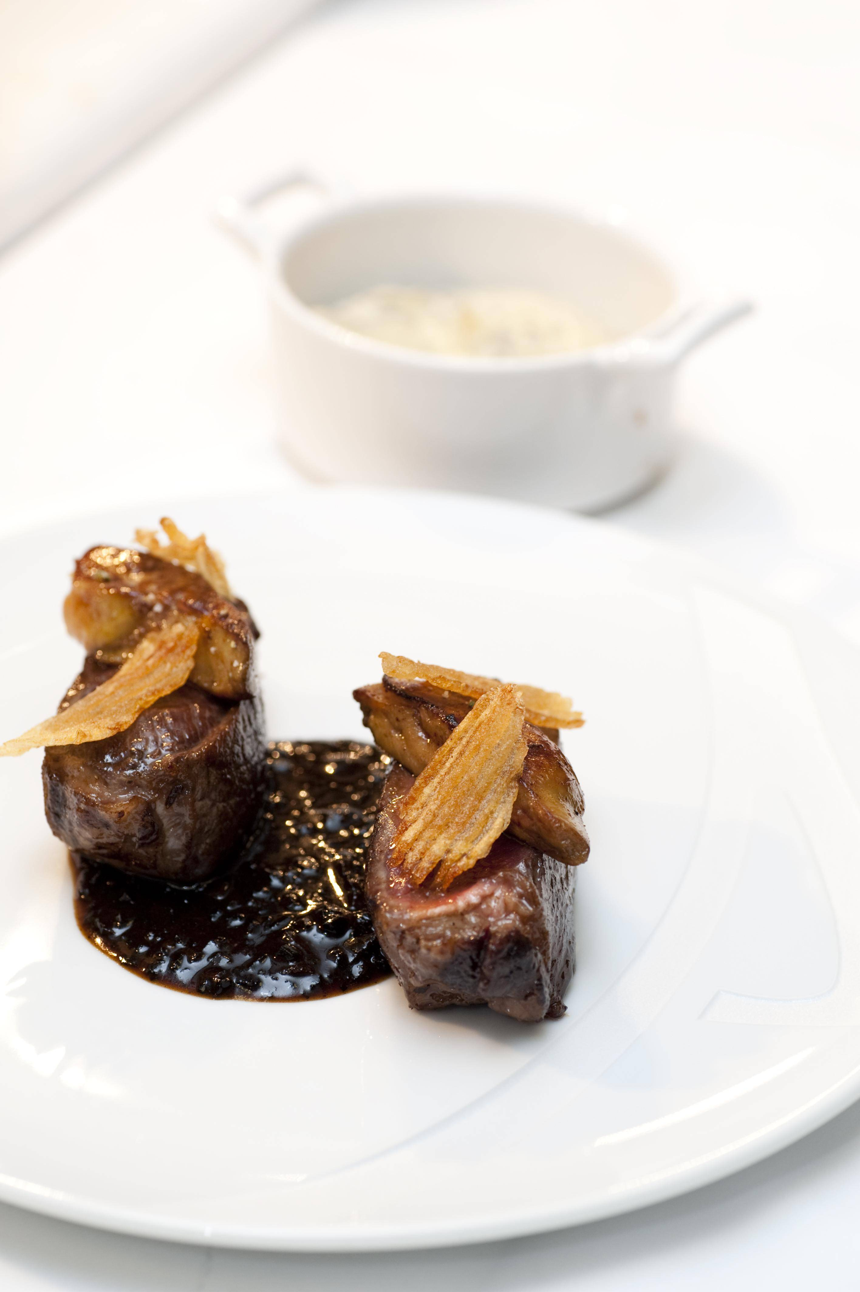 Australian Beef Sirloin Aiguillette Black Truffle Sauce∞ƒ¥Û¿˚—«Œ˜¿‰≈£≈≈≈‰∫⁄À…¬∂÷≠Õ¡∂πƒ‡