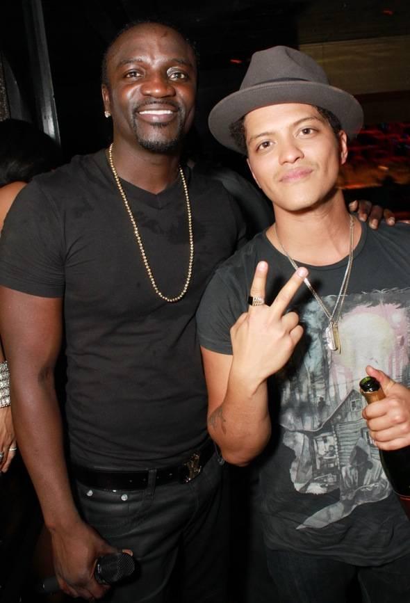 BrunoMars_Akon_TheBank