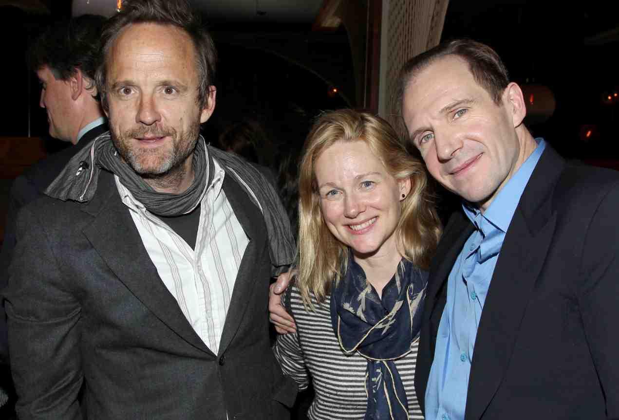 John Bejamin Hickey, Laure Linney, Ralph Fiennes