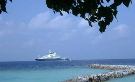 Octopus-Megayacht-Maldives-468×285