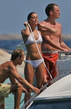 kate-middleton-and-prince-william-bikini-vacation-photos