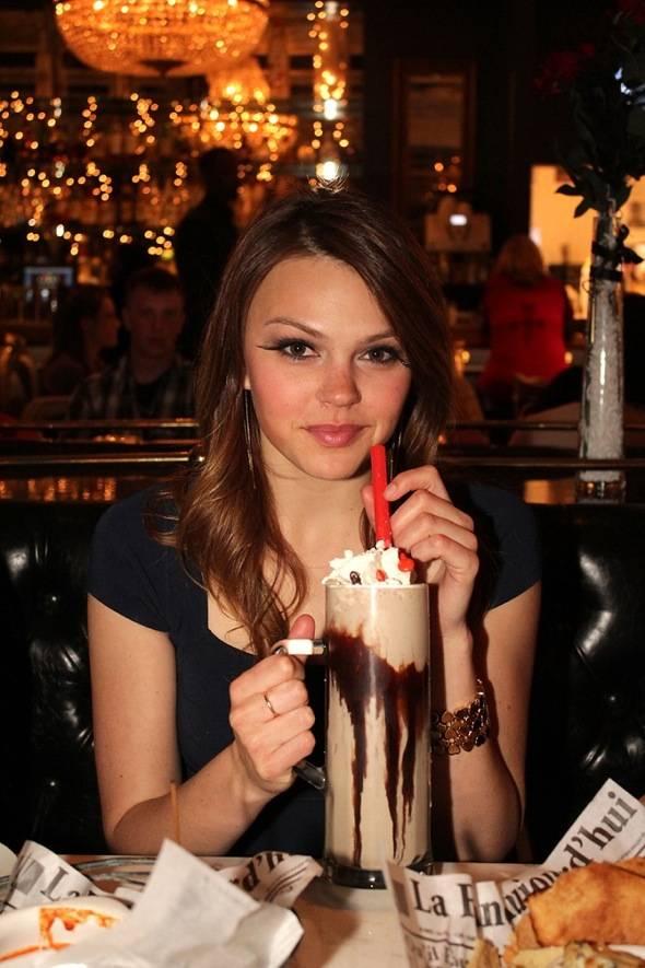 Aimee Teegarden_milkshake