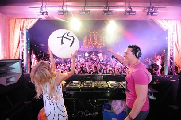 XS - Tiesto Paris Hilton 2 - credit Danny Mahoney