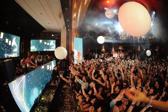 XS - Tiesto balloons - credit Danny Mahoney