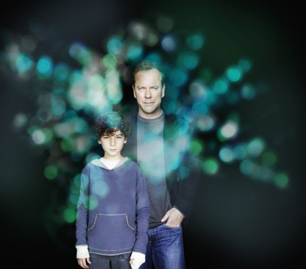 Kiefer-Sutherland-and-David-Mazouz-in-Touch-600x527