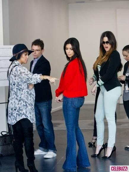 Kim-Kourtney-Khloe-Kardashian-Visit-New-Dash-Location-2-435x580