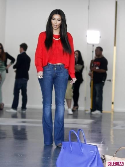 Kim-Kourtney-Khloe-Kardashian-Visit-New-Dash-Location-435x580