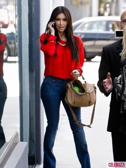 Kim-Kourtney-Khloe-Kardashian-Visit-New-Dash-Location-5-435x580