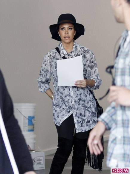 Kim-Kourtney-Khloe-Kardashian-Visit-New-Dash-Location-6-435x580