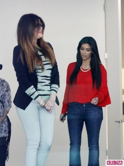 Kim-Kourtney-Khloe-Kardashian-Visit-New-Dash-Location-7-435x580
