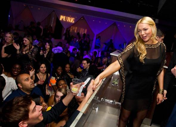 Laura Prepon_Fans2_PURE Nightclub