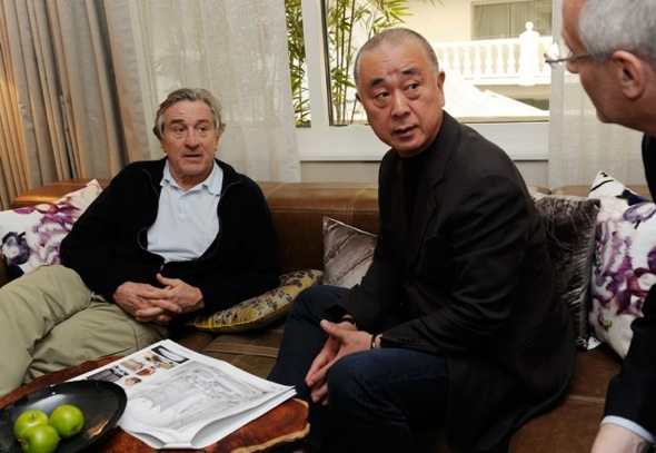 Nobu_De_Niro_in room