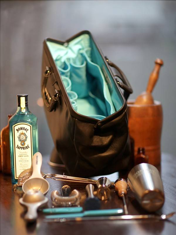 have-bag-will-booze-bombay-sapphire-bar-bag_4